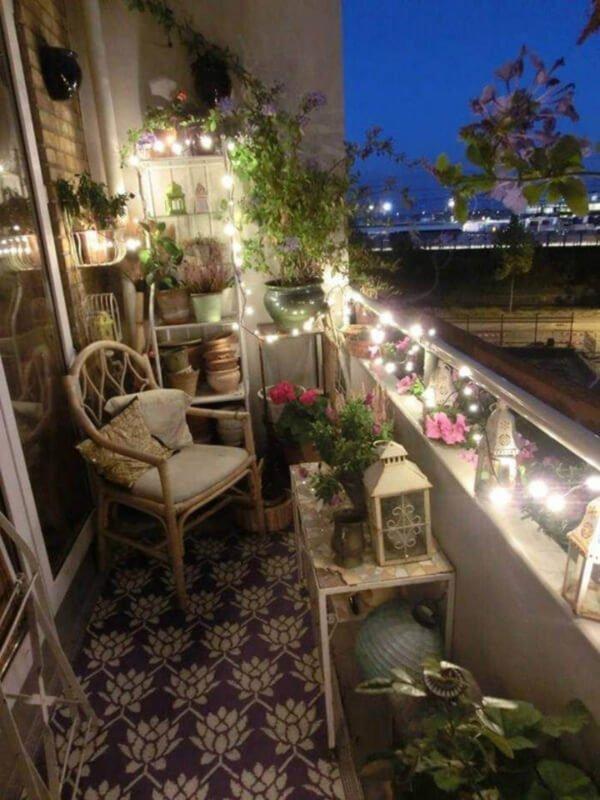 decorare un piccolo balcone con le lucine led