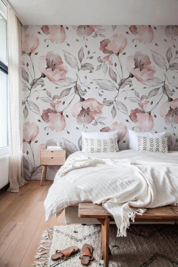 carta parati fiori per decorare i muri della camera da letto