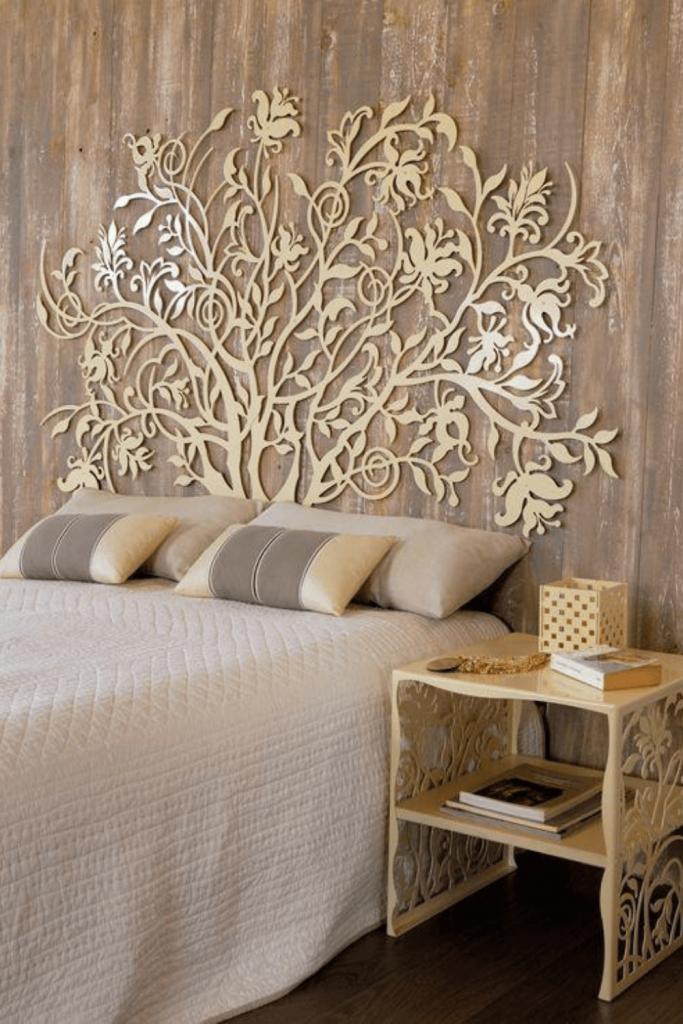 testiera letto decorata legno